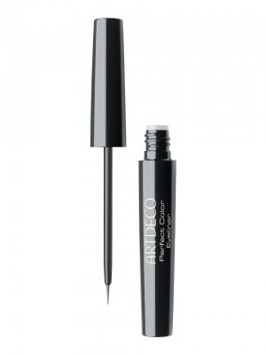 Eye liner liquide avec un embout pinceau